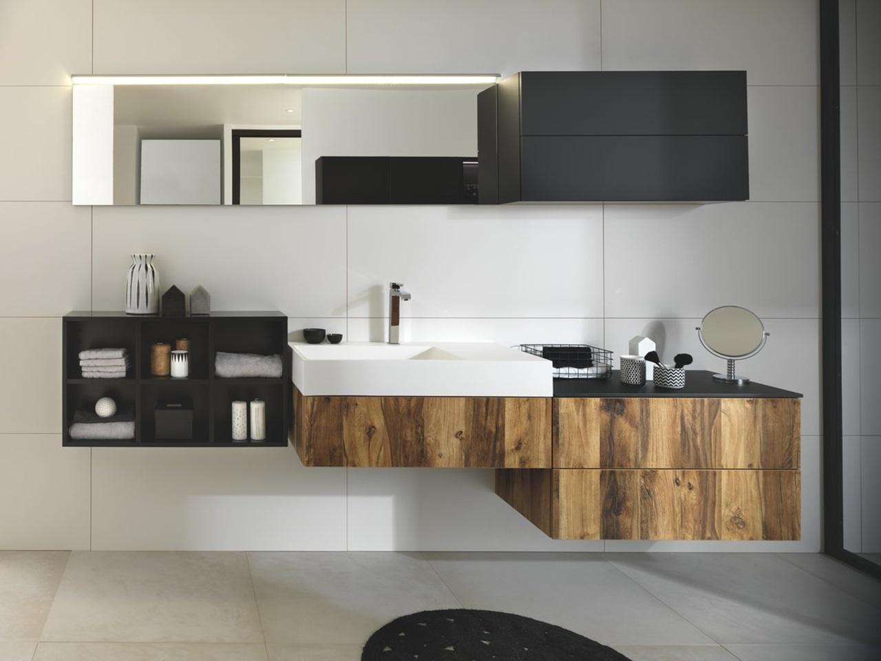 salle de bains noire et bois schmidt